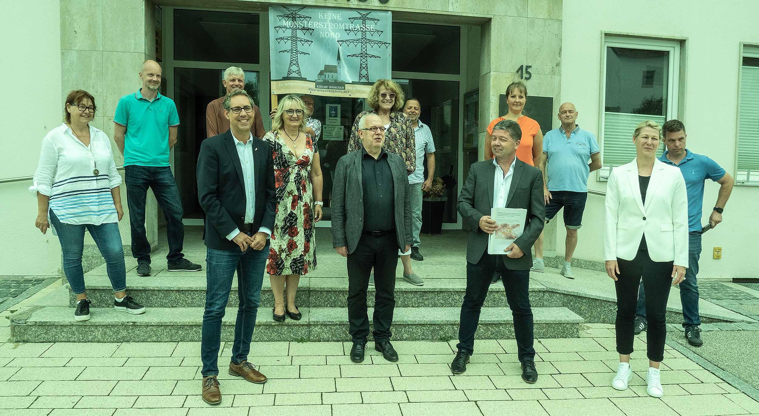 Bürgerinitiative vor dem Rathaus Haimhausen
